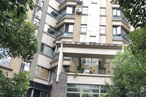 上海市徐汇区龙瑞路128弄33号402室